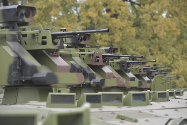 Министар одбране у посети Војнотехничком институту поводом представљања нулте серије командно-извиђачких возила